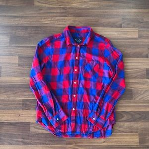 Woman's American Eagle plaid shirt